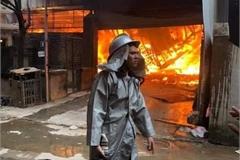 Fire destroys 10 wood workshops in Hanoi