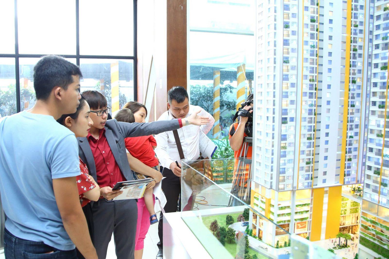 đa số các chung cư mới được đầu tư xây dựng là thuộc phân khúc trung cấp với giá bán dao động từ 30 đến trên 40 triệu đồng một m2.