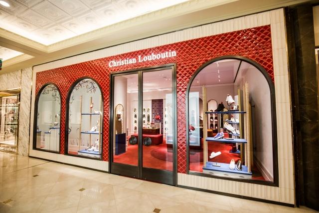 Hiện cửa hàng Christian Louboutin đầu tiên đã ra mắt công chúng tại Tràng Tiền Plaza – Hà Nội.