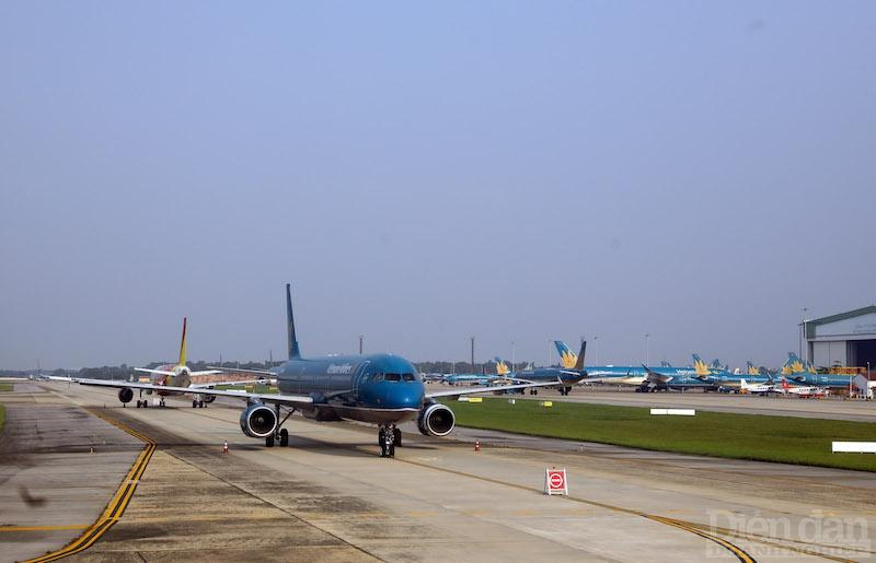 ục Hàng không đề xuất bỏ trần giá vé máy bay với các đường bay có sự cạnh tranh của từ ba hãng trở lên.