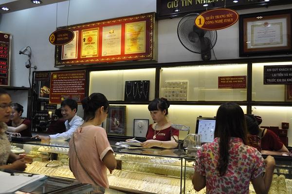 Giao dịch vàng ở thị trường Việt Nam vẫn rất trầm lắng