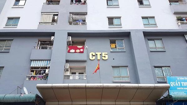 Cận cảnh mặt trước một tòa nhà chung cư tại Hà Nội.
