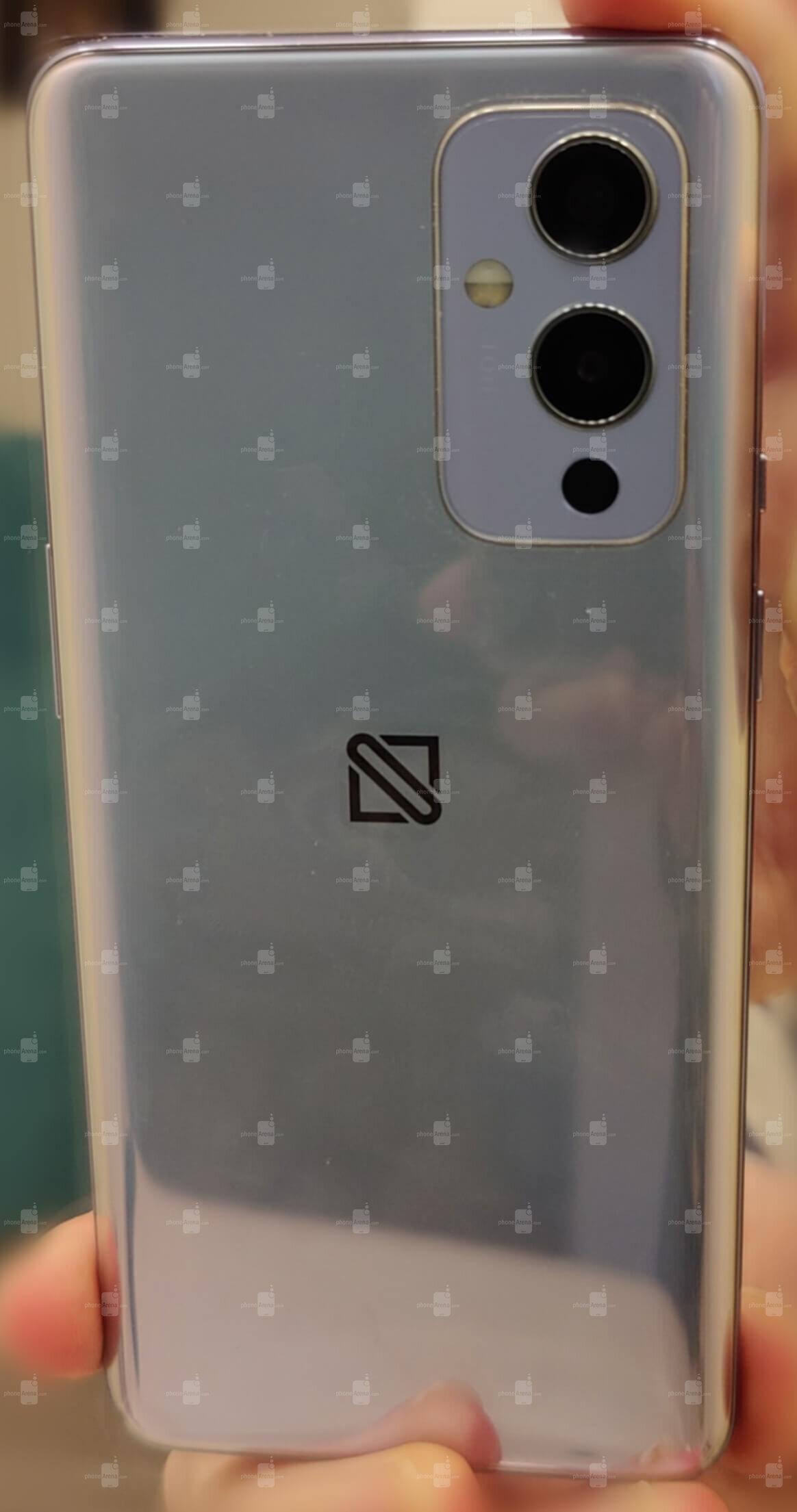 OnePlus 9 lộ ảnh thực tế: Cụm camera thiết kế mới, màn hình nốt ruồi 120Hz, chạy chip Snapdragon 888, ra mắt đầu năm sau - Ảnh 2.