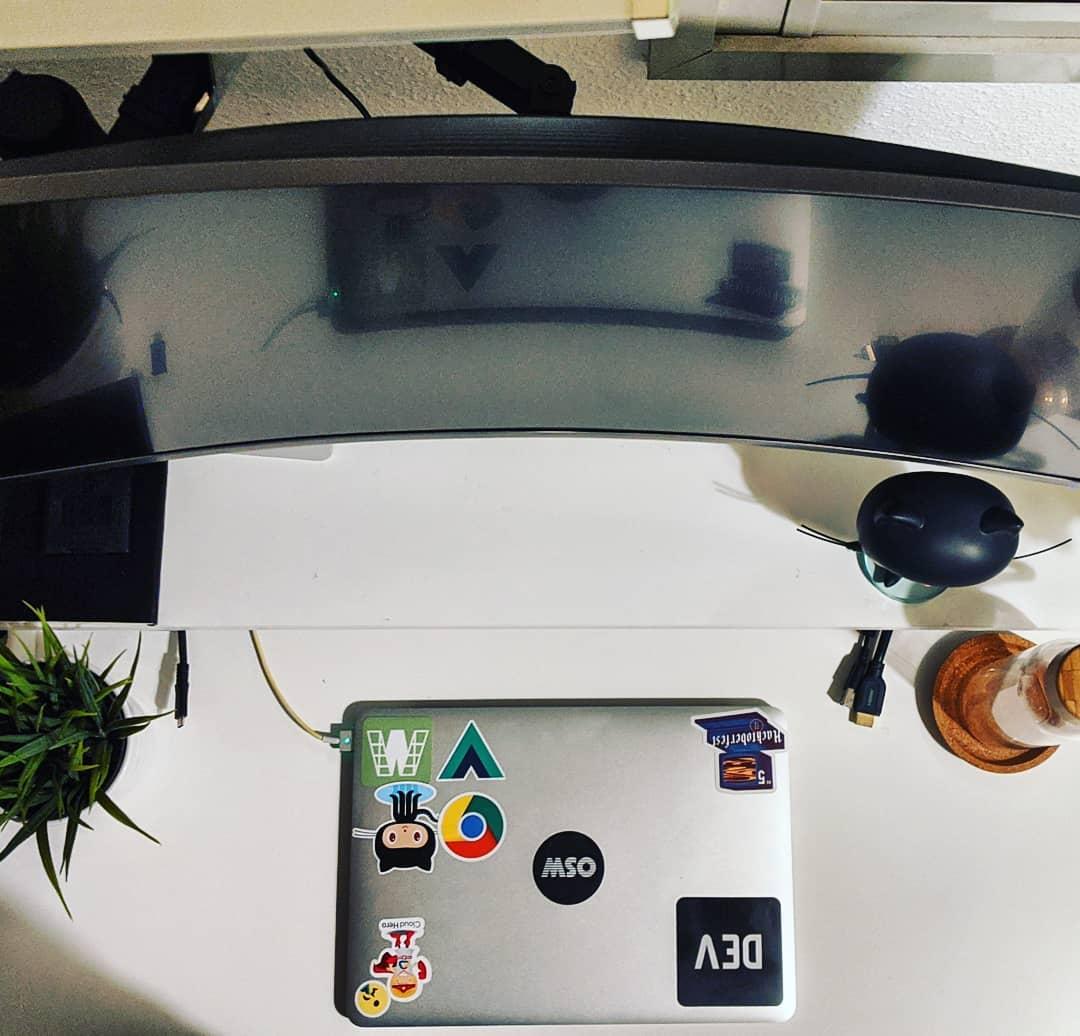 YouTuber tốn 3 năm để thiết kế góc làm việc cực xịn sò tại nhà, chỉ riêng tiền phụ kiện cũng đã ngốn 1.600 USD - Ảnh 3.