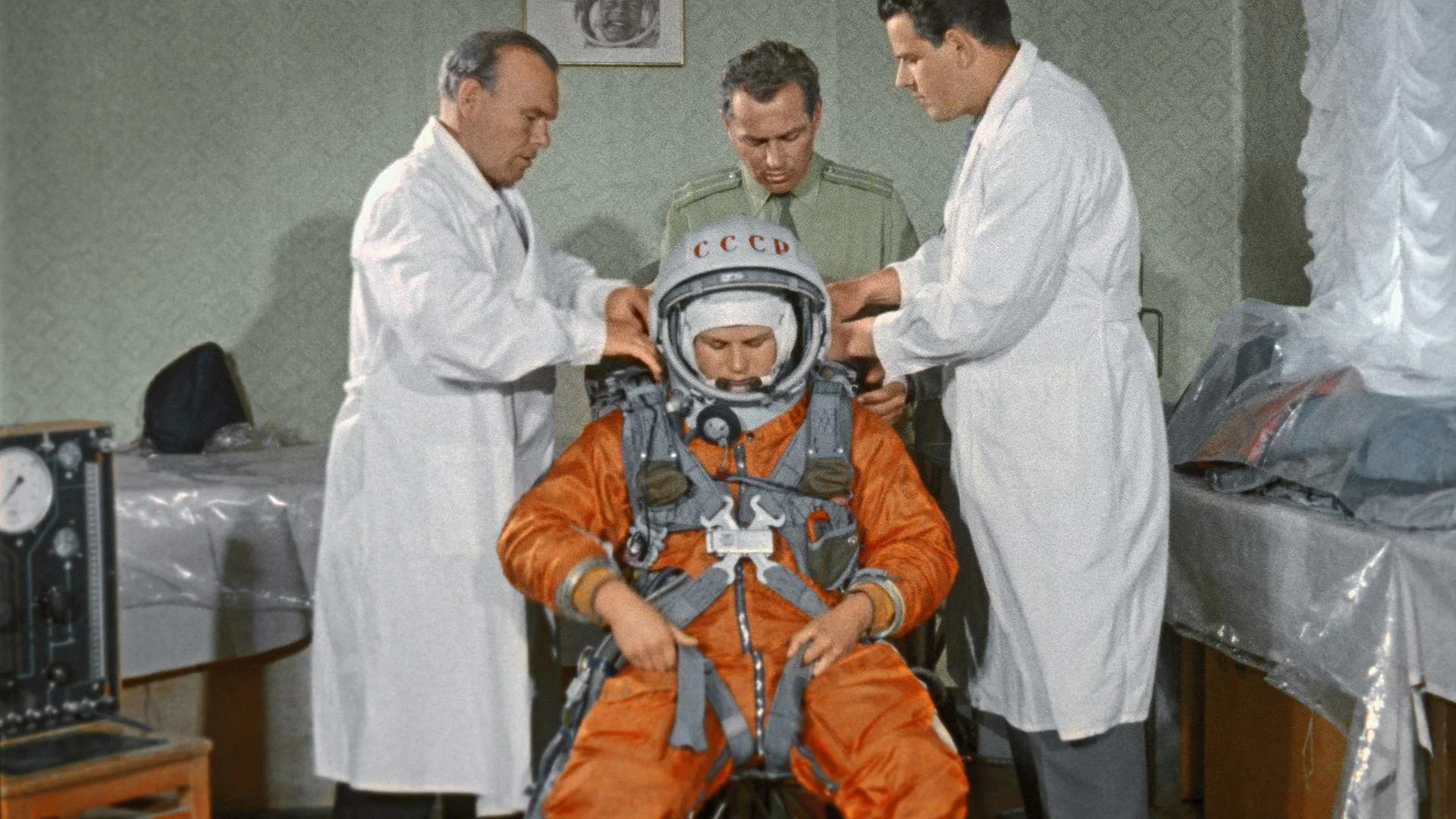 Chuyện chưa kể về bộ đồ du hành vũ trụ đầu tiên của nhân loại - Ảnh 15.