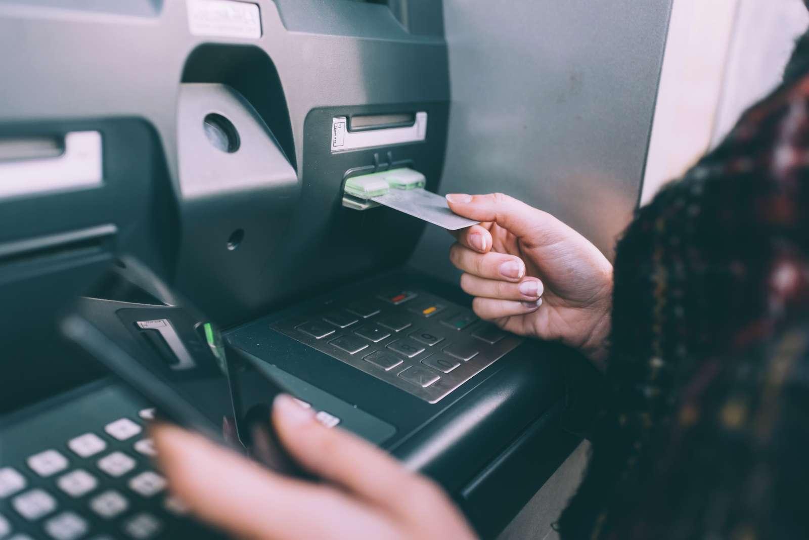 Nhà nghiên cứu bảo mật hack dễ dàng máy ATM bằng ứng dụng Android và giao thức thanh toán NFC - Ảnh 2.