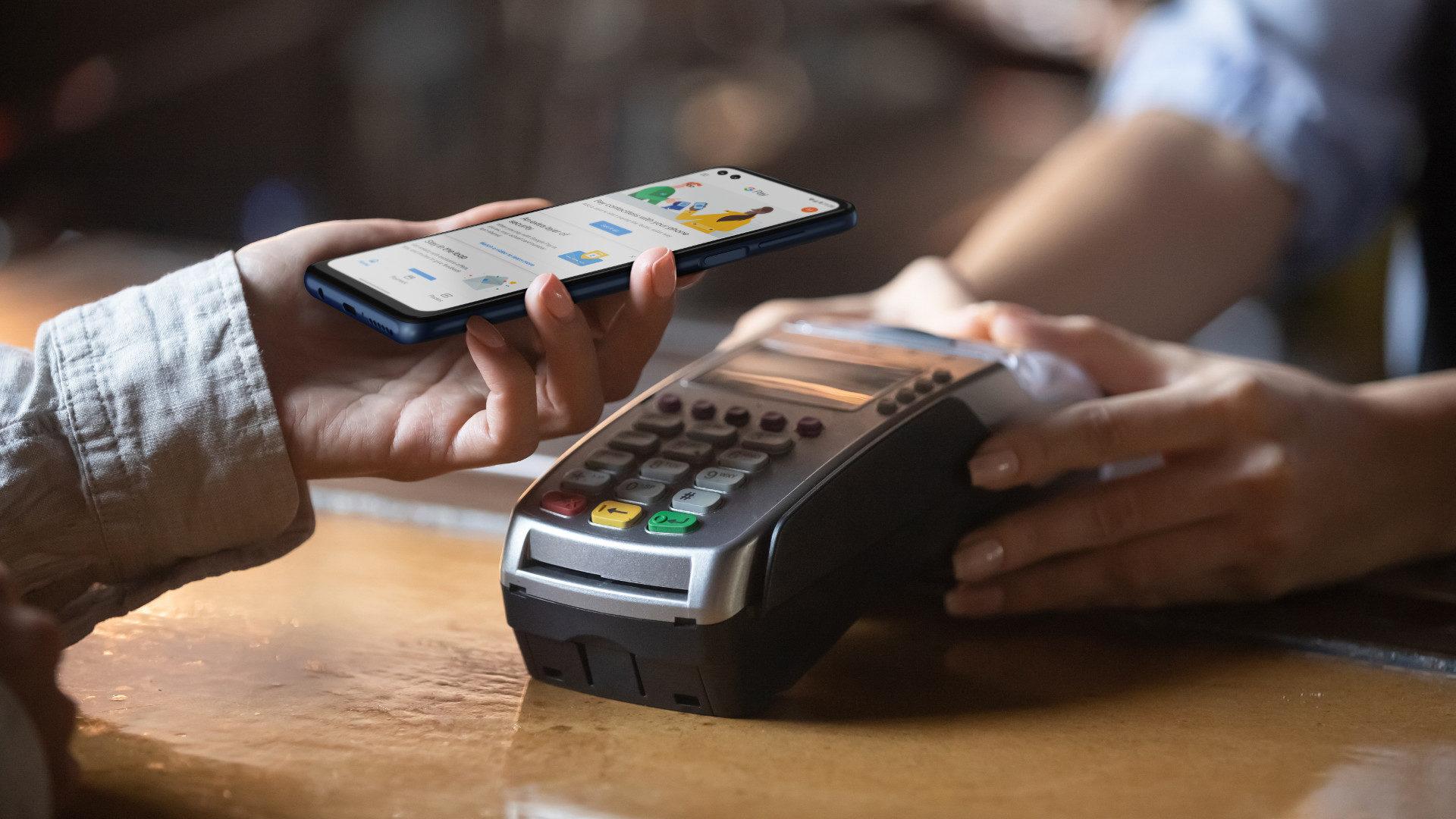 Nhà nghiên cứu bảo mật hack dễ dàng máy ATM bằng ứng dụng Android và giao thức thanh toán NFC - Ảnh 1.
