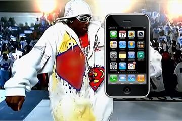 Rapper Soulja Boy tuyên bố chính Steve Jobs đã đến phim trường và tặng anh chiếc iPhone đầu tiên