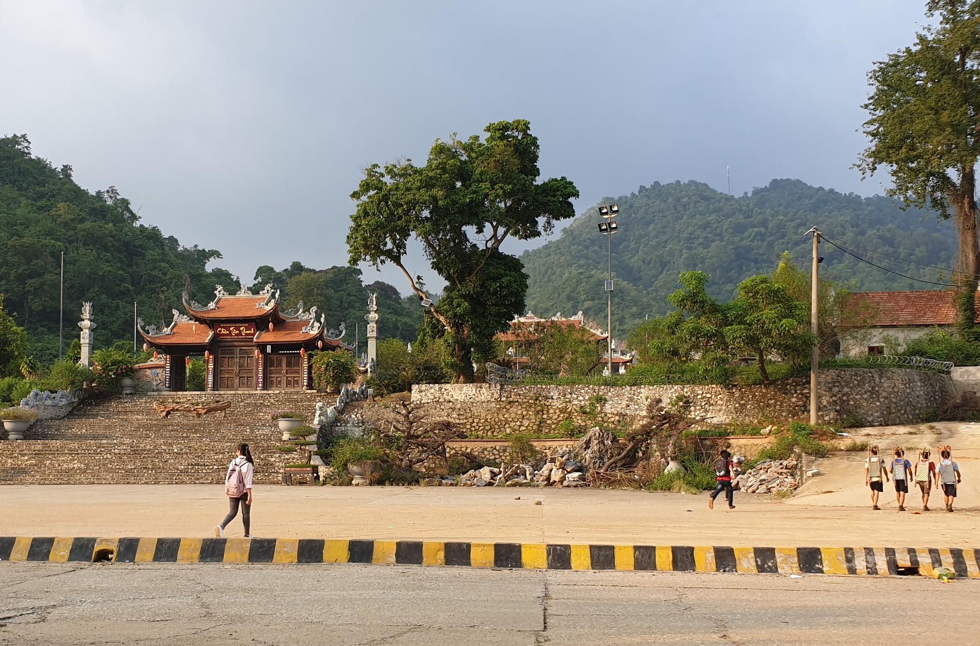 """Tận thấy đường đi của hàng lậu """"tuồn"""" từ Trung Quốc về Việt Nam - Ảnh 7."""