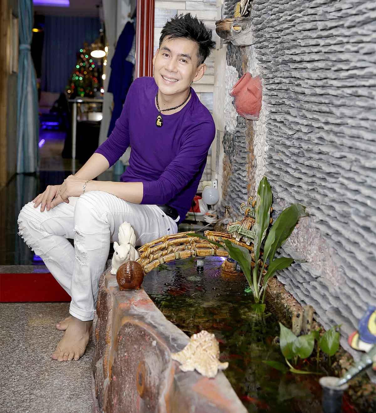 Nhà phố 70 tỷ nhìn đâu cũng thấy màu tím của nam ca sĩ từng là một trong Tứ đại thiên vương của nhạc Việt - Ảnh 5.