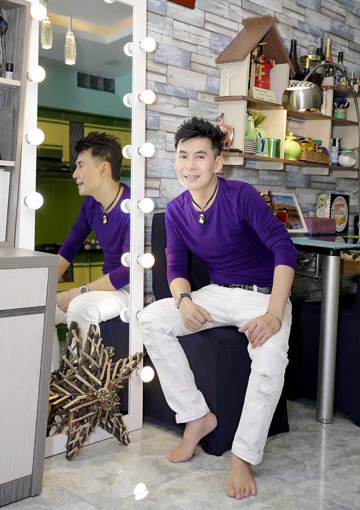 Nhà phố 70 tỷ nhìn đâu cũng thấy màu tím của nam ca sĩ từng là một trong Tứ đại thiên vương của nhạc Việt - Ảnh 9.