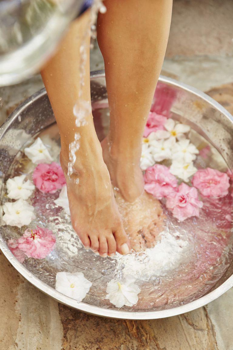 5 bí kíp giúp chân không bị nứt toác khô tróc mùa Thu Đông - Ảnh 1.