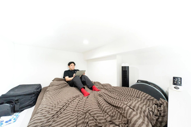 Thanh niên Nhật xoay xở để sống trong căn phòng chưa đầy 10m2, toilet và căn bếp tí hon gây bất ngờ - Ảnh 2.
