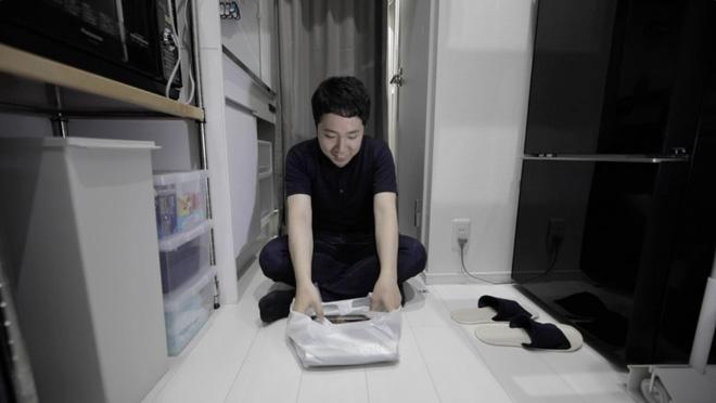 Thanh niên Nhật xoay xở để sống trong căn phòng chưa đầy 10m2, toilet và căn bếp tí hon gây bất ngờ - Ảnh 4.