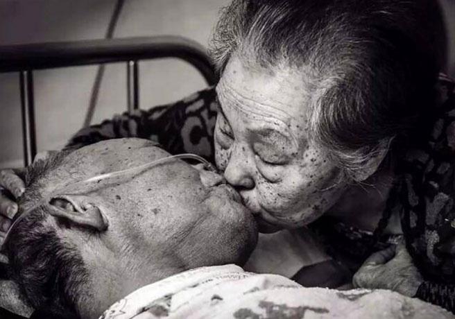 Cụ bà cứu sống cụ ông bằng một nụ hôn và bí quyết để có tình yêu viên mãn đến tận lúc chết - Ảnh 1.