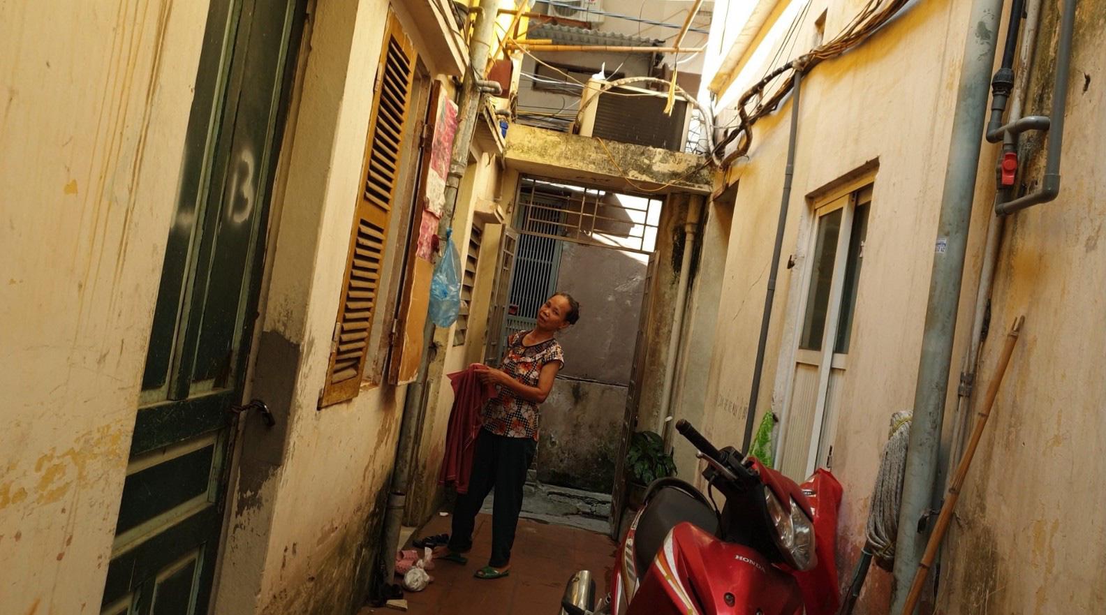 Cận cảnh nhà trọ chỉ vài mét vuông nóng hầm hập giữa Thủ đô, người thuê ám ảnh đến cả giấc ngủ - Ảnh 5.