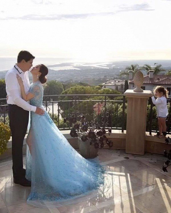 Lấy tỷ phú Mỹ, người phụ nữ Việt ở cung điện 800 tỷ, kỷ niệm ngày cưới như cổ tích - Ảnh 2.