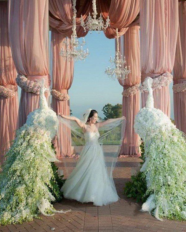 Lấy tỷ phú Mỹ, người phụ nữ Việt ở cung điện 800 tỷ, kỷ niệm ngày cưới như cổ tích - Ảnh 4.