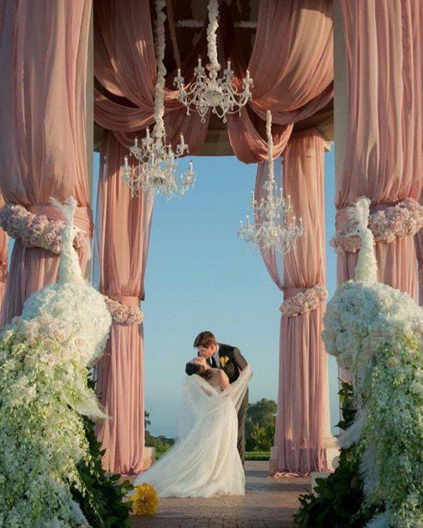 Lấy tỷ phú Mỹ, người phụ nữ Việt ở cung điện 800 tỷ, kỷ niệm ngày cưới như cổ tích - Ảnh 5.