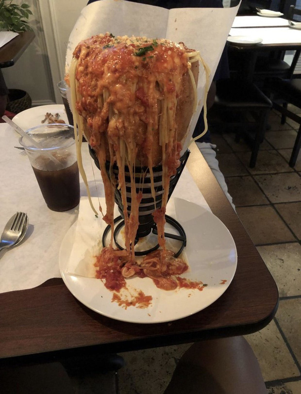 Khách phát khiếp vì tưởng tượng và thực tế khác xa nhau hoàn toàn khi đi ăn nhà hàng - Ảnh 1.