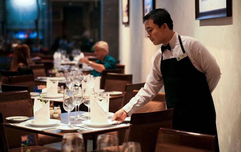 10 thủ thuật của nhà hàng khiến khách gọi món nhiều hơn trong vô thức, chỉ đến khi nhìn hóa đơn mới ngỡ ngàng - Ảnh 2.