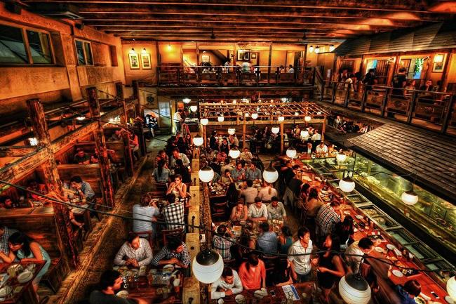 10 thủ thuật của nhà hàng khiến khách gọi món nhiều hơn trong vô thức, chỉ đến khi nhìn hóa đơn mới ngỡ ngàng - Ảnh 3.