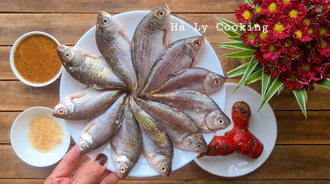 Làm nồi cá kho thuộc miền kí ức, hóa ra tinh túy ẩm thực chả cần tìm đâu xa - Ảnh 2.