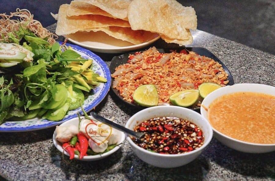Món gỏi cá hút khách nhất Quy Nhơn được ví như sushi phiên bản Việt - Ảnh 3.