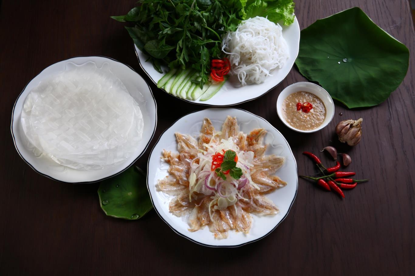Món gỏi cá hút khách nhất Quy Nhơn được ví như sushi phiên bản Việt - Ảnh 4.