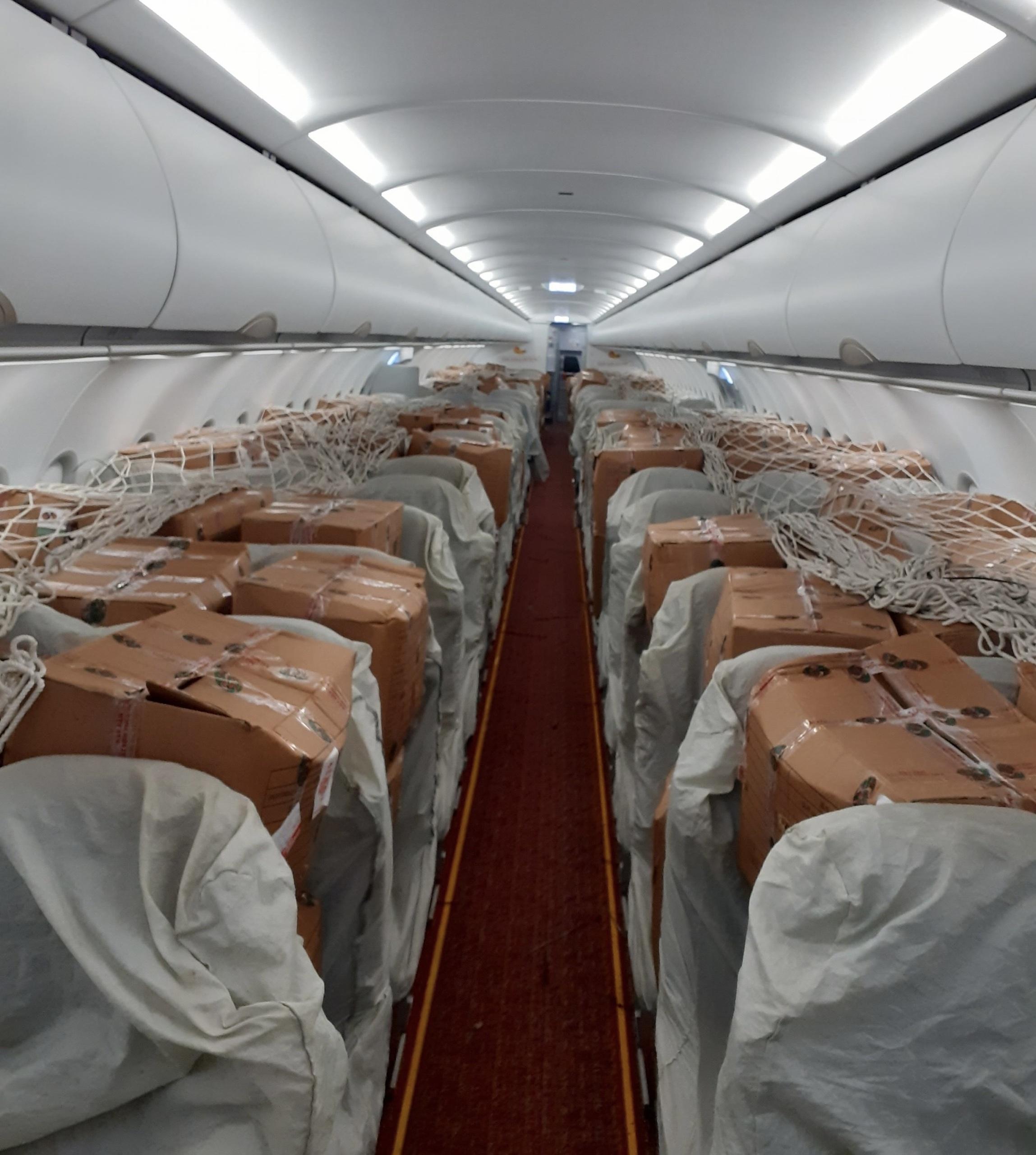 Vải sớm Bắc Giang vận chuyển bằng máy bay giá 35.000/kg cháy hàng ở Sài Gòn - Ảnh 1.
