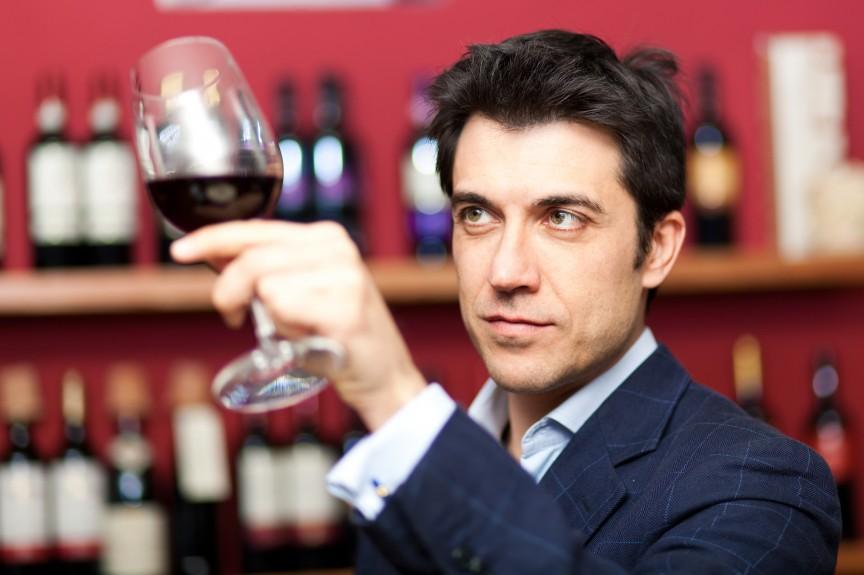 Việc nhẹ lương cao: Chỉ ăn rồi ngồi thử rượu cũng bỏ túi cả đống tiền - Ảnh 3.