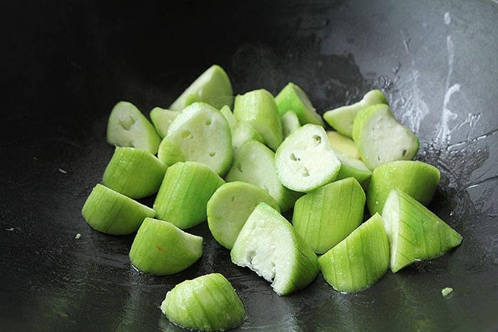 Canh mướp nấu ngao chỉ cần đơn giản thế này cũng đủ ngọt ngon - Ảnh 5.