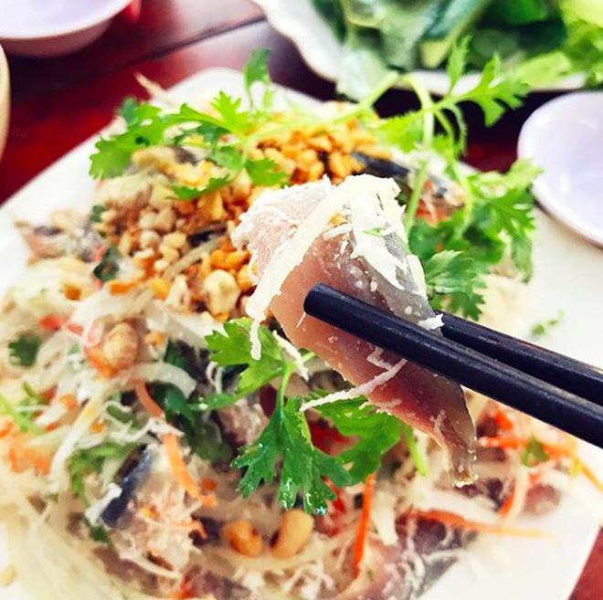 Món gỏi cá ăn mãi không chán ở Phú Quốc - Ảnh 2.