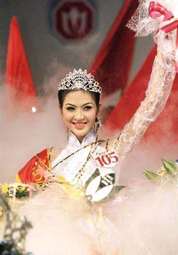 Biệt tăm khỏi showbiz sau khi chồng đi tù, cuộc sống của cô lọ lem bán bánh canh hóa Hoa hậu Việt Nam 2000 giờ ra sao? - Ảnh 2.