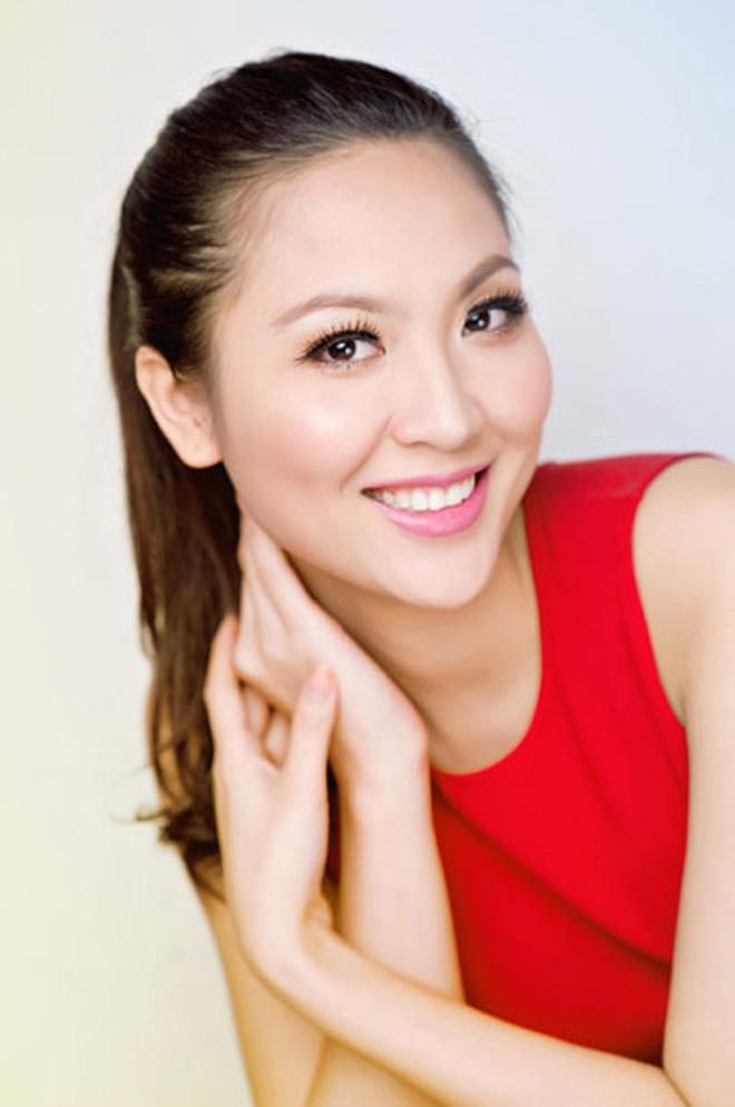 Biệt tăm khỏi showbiz sau khi chồng đi tù, cuộc sống của cô lọ lem bán bánh canh hóa Hoa hậu Việt Nam 2000 giờ ra sao? - Ảnh 13.