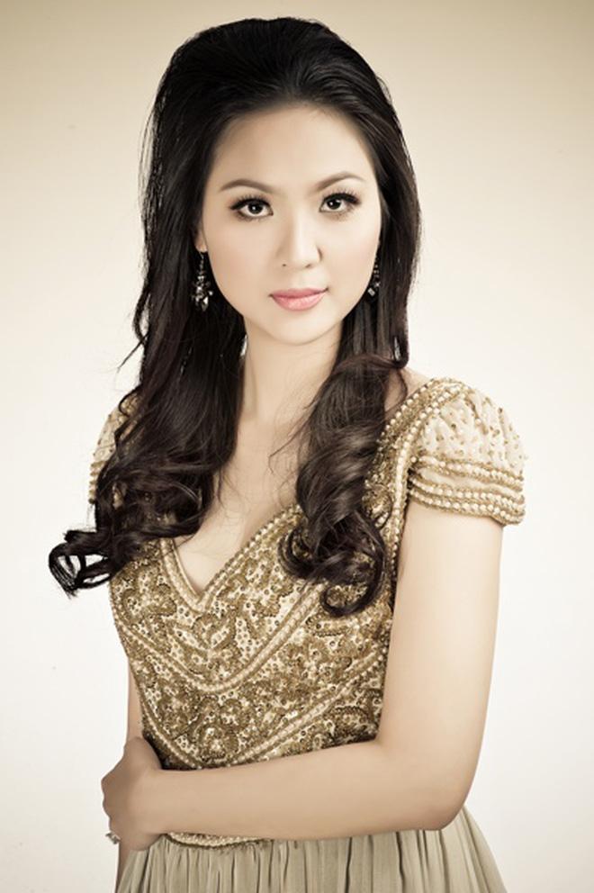 Biệt tăm khỏi showbiz sau khi chồng đi tù, cuộc sống của cô lọ lem bán bánh canh hóa Hoa hậu Việt Nam 2000 giờ ra sao? - Ảnh 4.