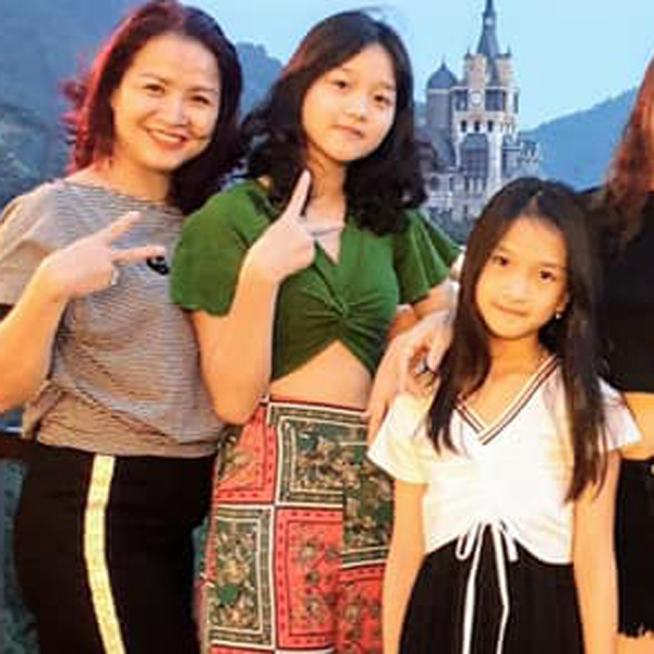 Đời thực của nữ diễn viên đóng vai bà Sa hiểm ác trong Hương vị tình thân: Hạnh phúc bên chồng là cảnh sát và 2 con gái - Ảnh 5.