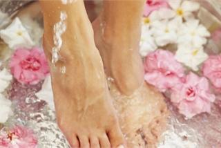 5 'bí kíp' giúp chân không bị nứt toác khô tróc mùa Thu Đông