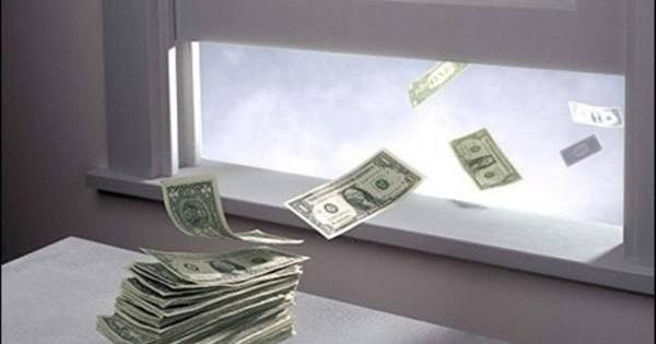 9 thói quen khiến bạn 'vứt tiền qua cửa sổ' mà không hề nhận ra cho đến khi rỗng ví