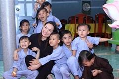 Pháp lý quanh việc nuôi dưỡng 23 người con nuôi của Phi Nhung
