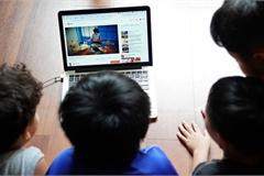 Cha mẹ thông minh không cản con dùng điện thoại, tivi