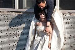 Bức ảnh giải cứu cô dâu nhảy lầu đạt giải thưởng, gây xúc động mạnh