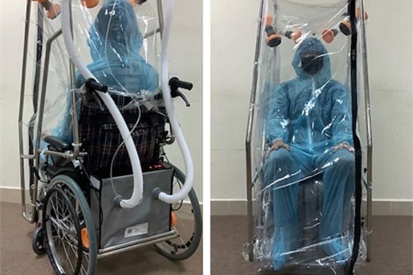 Xe lăn áp lực âm vận chuyển bệnh nhân Covid-19