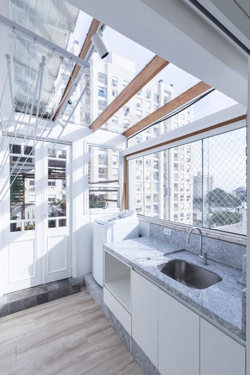 Phía bên cạnh phòng làm việc có phòng giặt, bồn rửa.
