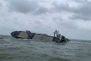 Oil to be recovered from sunken Thai ship in central Vietnam