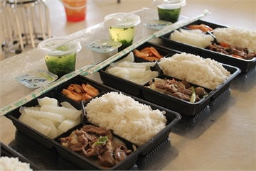 Well-prepared meals for quarantined people