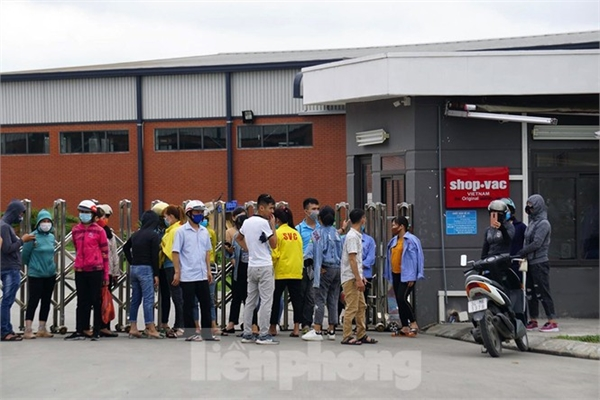 Workers protests as managers fled at Hai Duong company