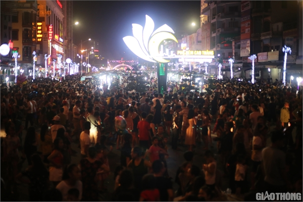 First pedestrian street in Vinh City opened