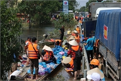 Hundreds of charity groups support Quang Binh flood victims