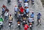 High tides submerge HCM City streets